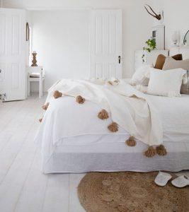 dormitorio playd con borlas
