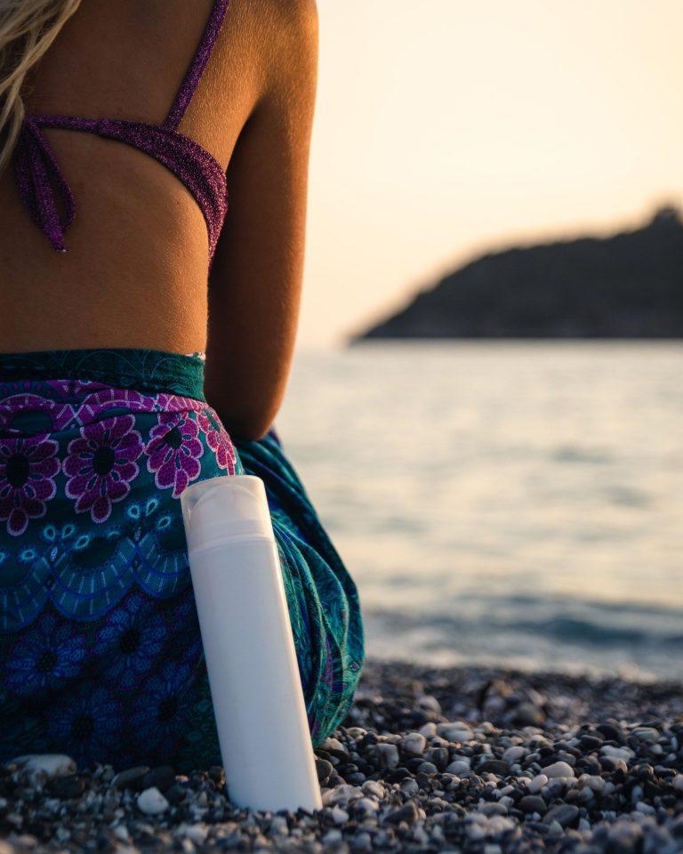 Protector Solar Eco-Friendly & Sea-Friendly | Photo by Antonio Gabola | Unsplash